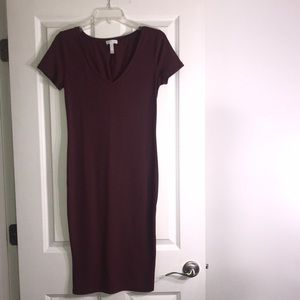Leith short sleeve dress in maroon SIZE: S